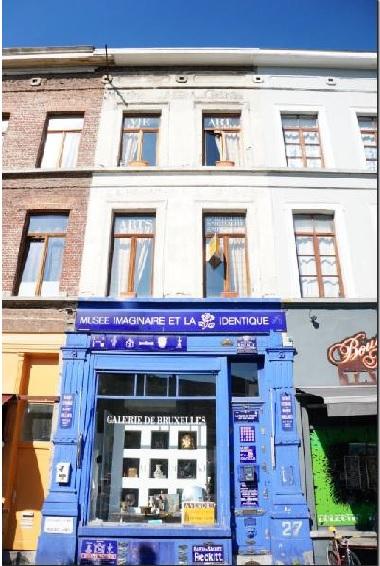 Bruxelles, in zona centrale casa indipendente con negozio