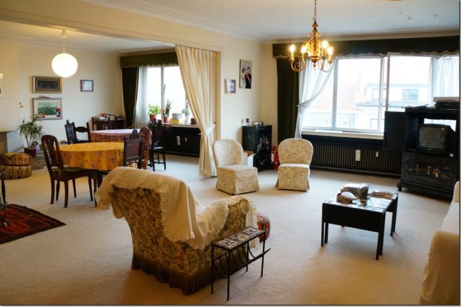 Bruxelles, Uccle, grande appartamento da rinnovare