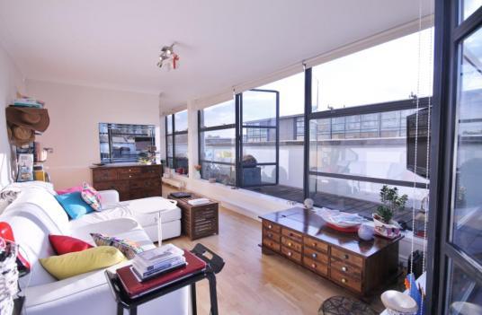 Londra, Brentford, bilocale con spettacolare terrazza sul Tamigi in vendita