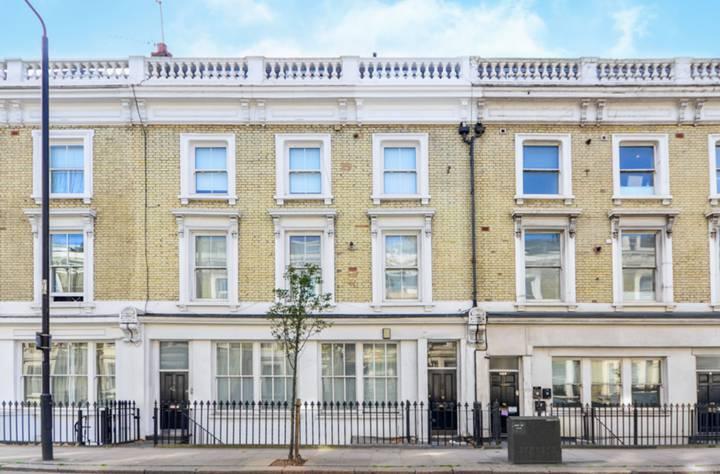 Londra, Chelsea, elegante trilocale rinovato in vendita