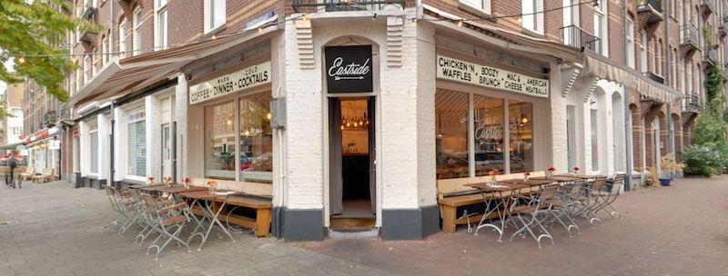 Amsterdam - Ristorante ad angolo nel popolare Oost